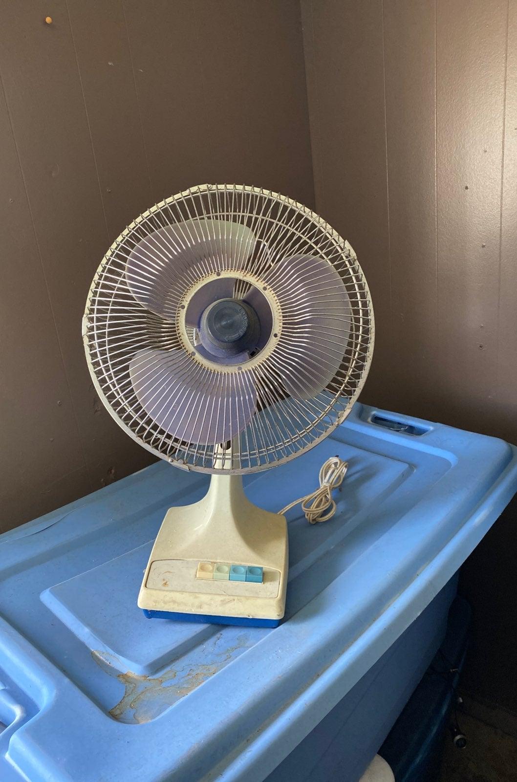 Vintage Oscillating Desk Tap fan 3 speed