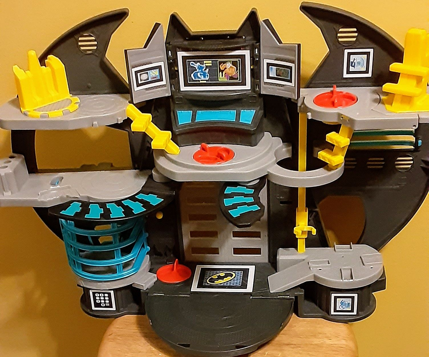"FISHER PRICE BATMAN BATCAVE PLAYSET 21 """