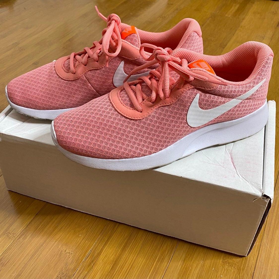 Nike Tanjun Running Shoe pink 9