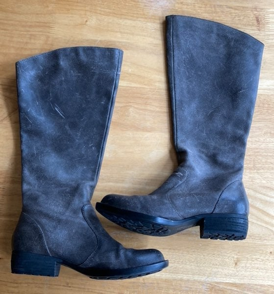 Size 6 Born leather boots