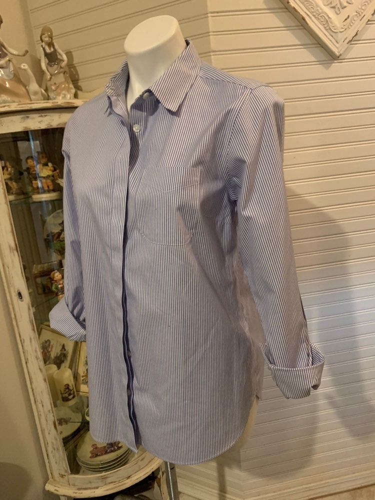 EUC wrinle free ll bean shirt small