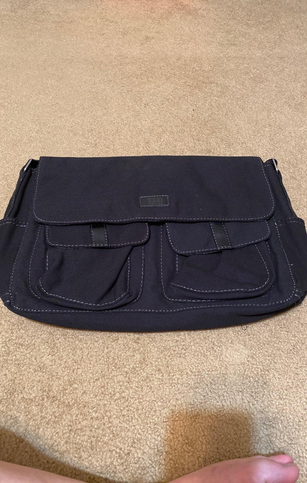 NWT Thirty-One Messenger Bag
