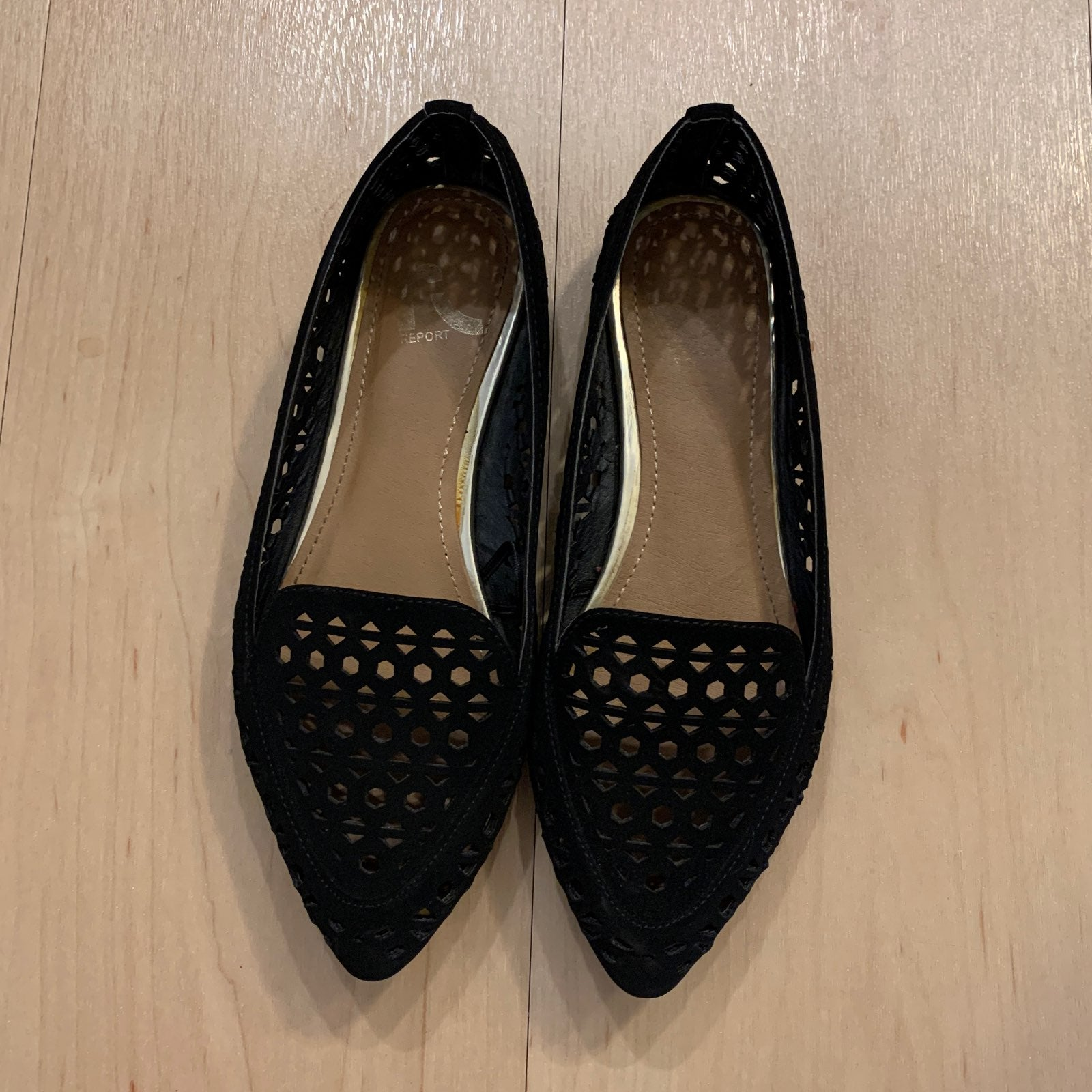 R Report pointed toe black flats
