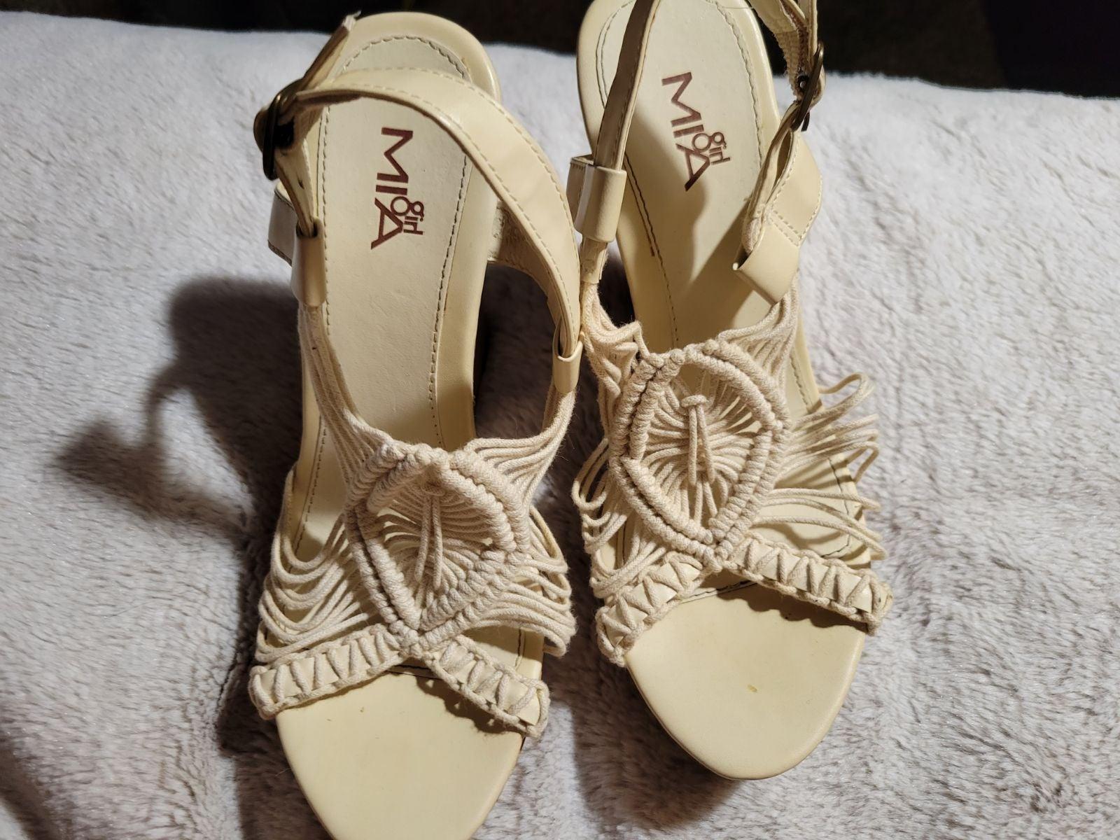 MIA woven tan ankle wedge size 7