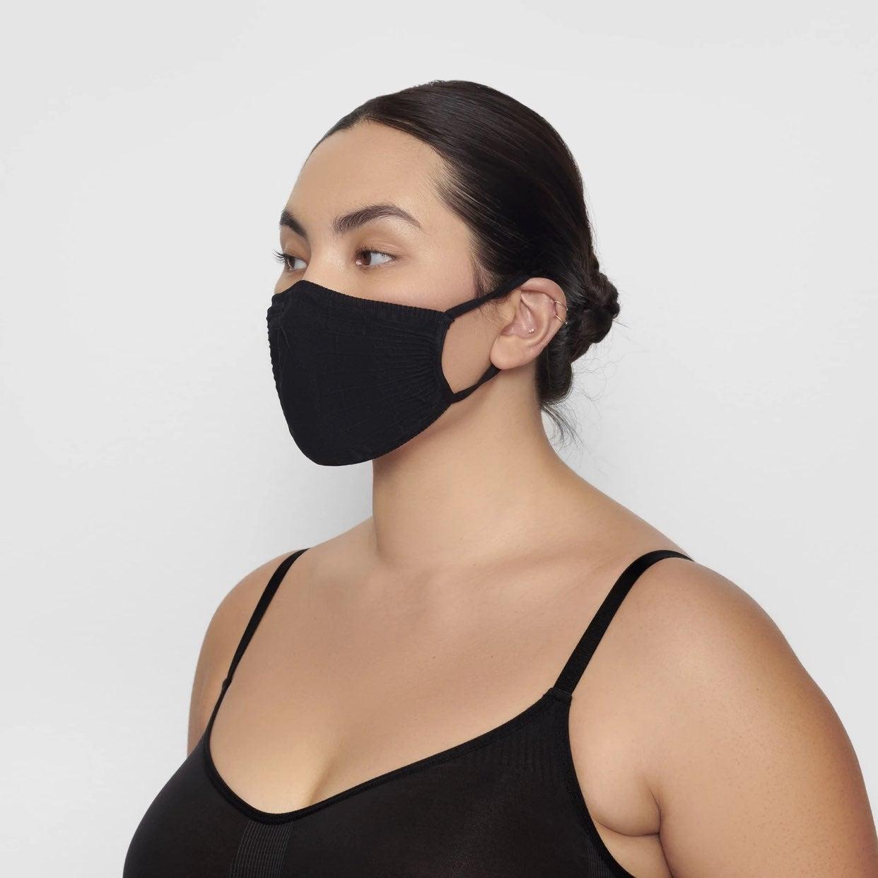 SKIMS mask (ONYX)