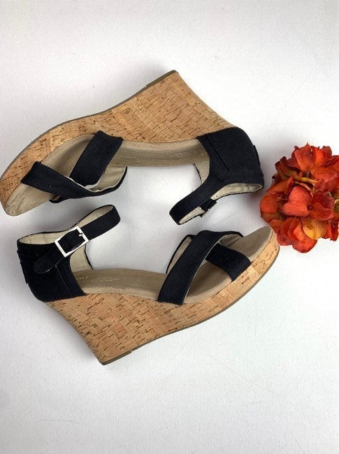 Toms Wedges Size 7.5W