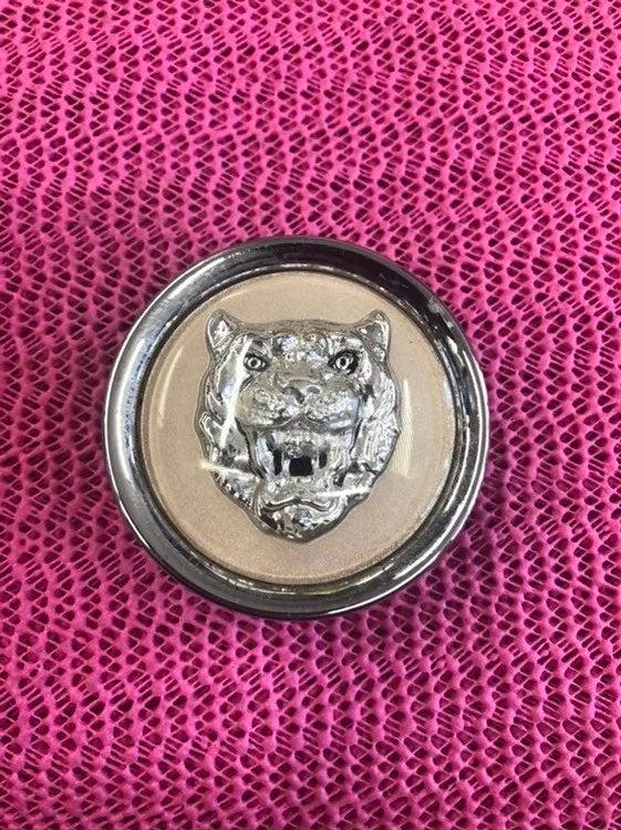 1 used center cap jaugar oe