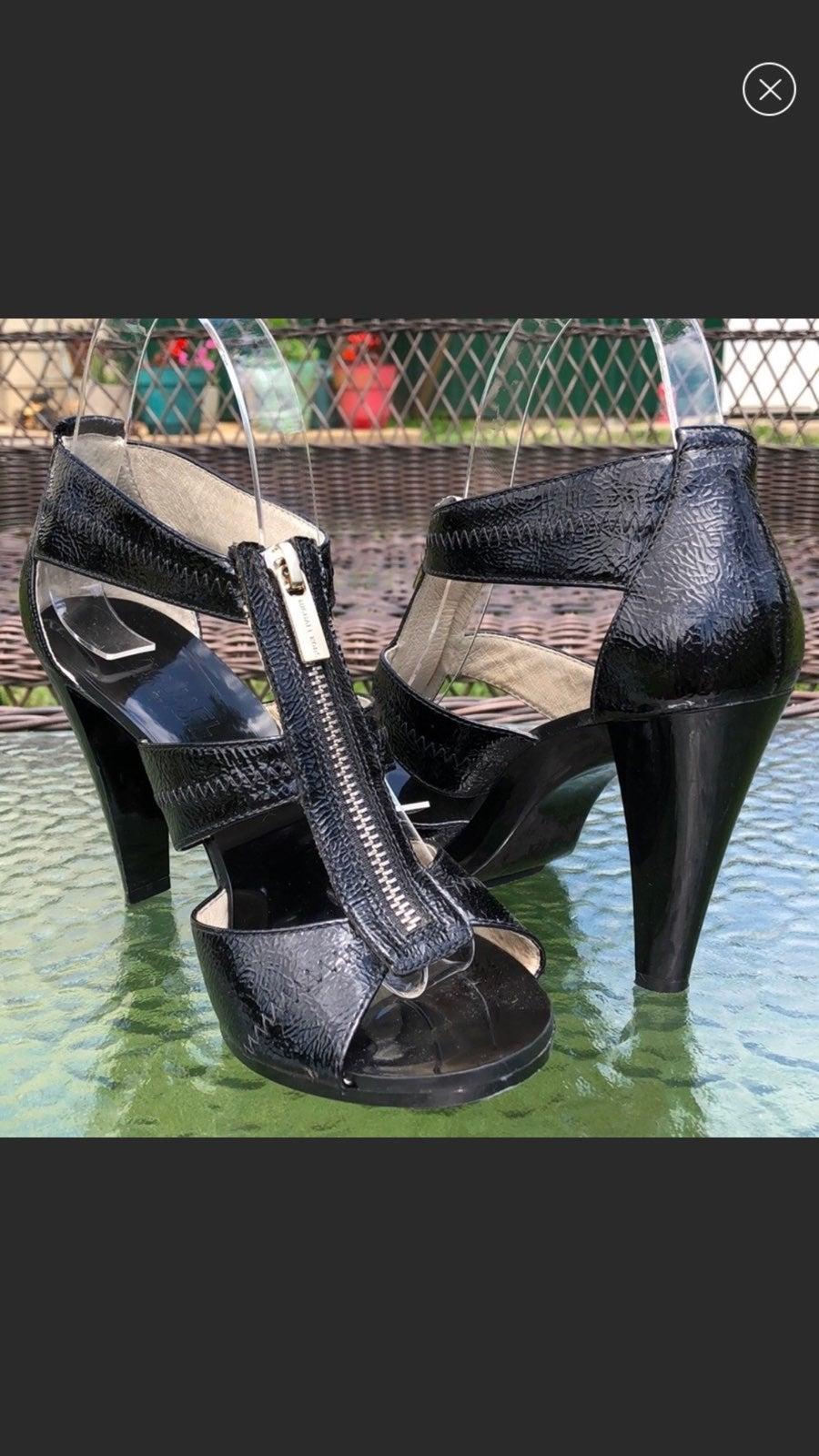 Micheal Kors black patent leather pumps