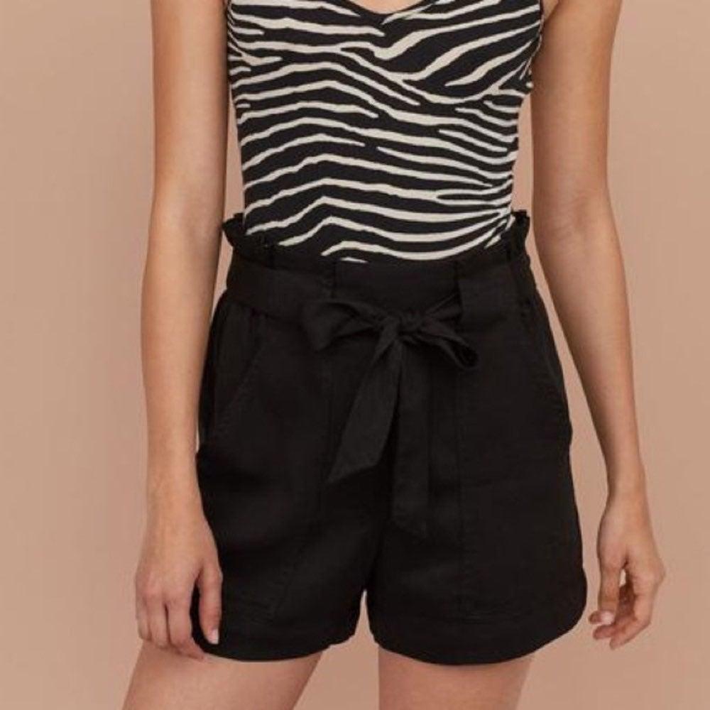 H&M cinch paper bag shorts 10 NWT