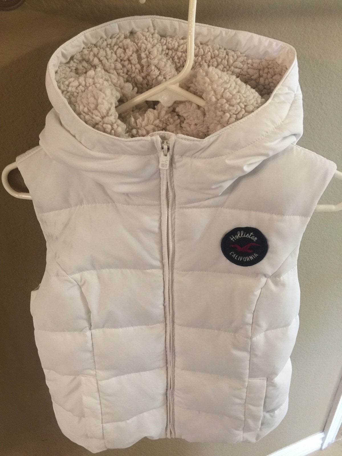 HOLLISTER  Med White Fleece-Lined Vest