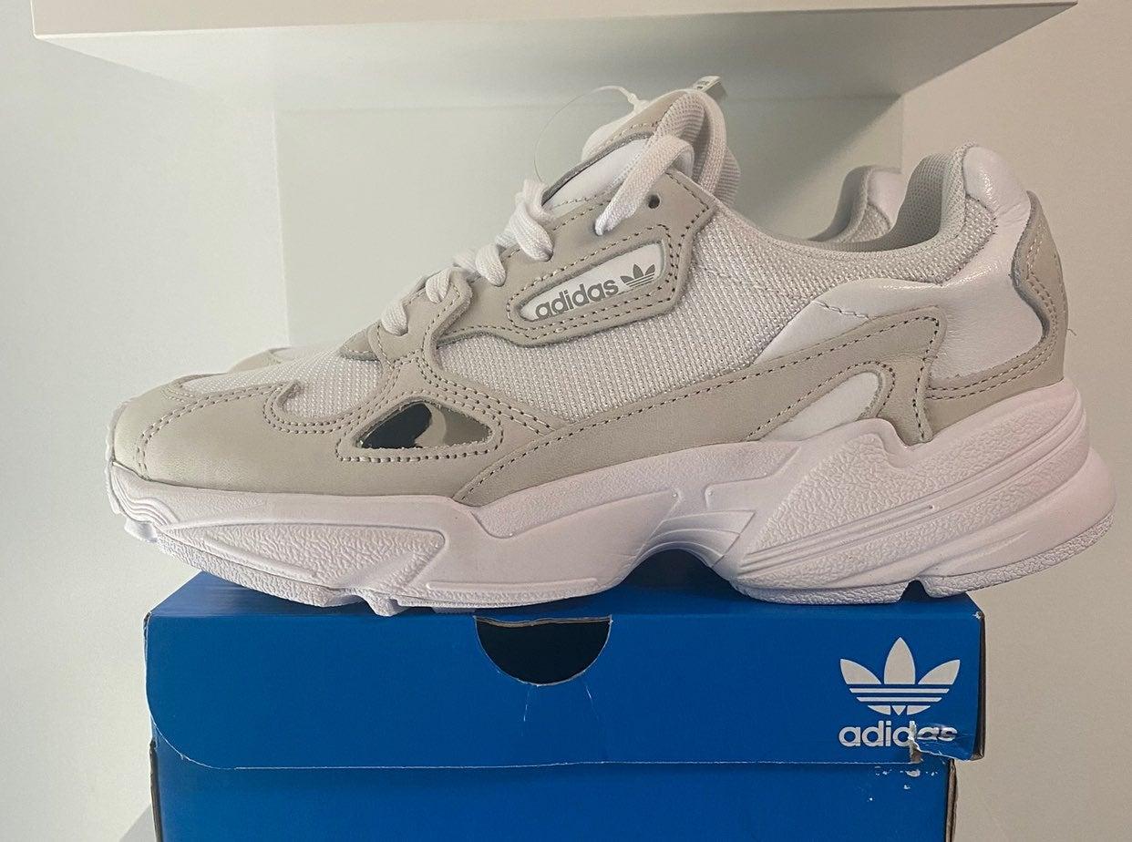 adidas falcon women triple white sz 7