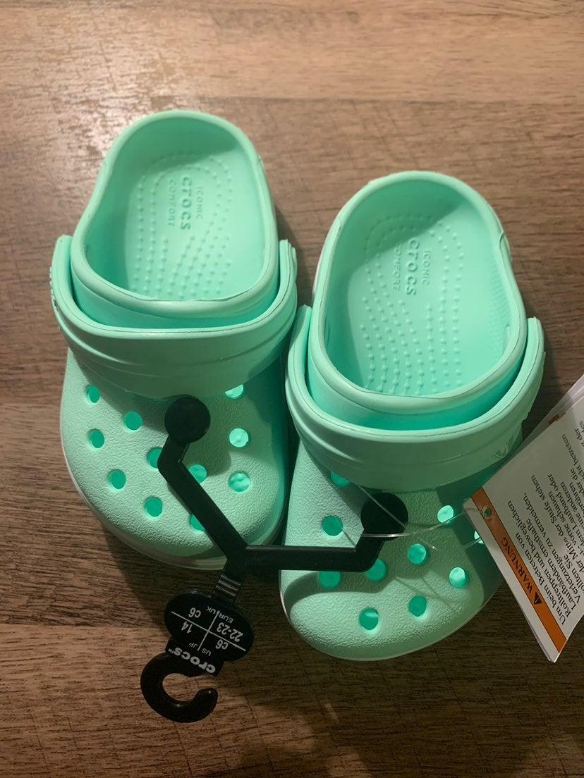 Toddler Crocs size 6