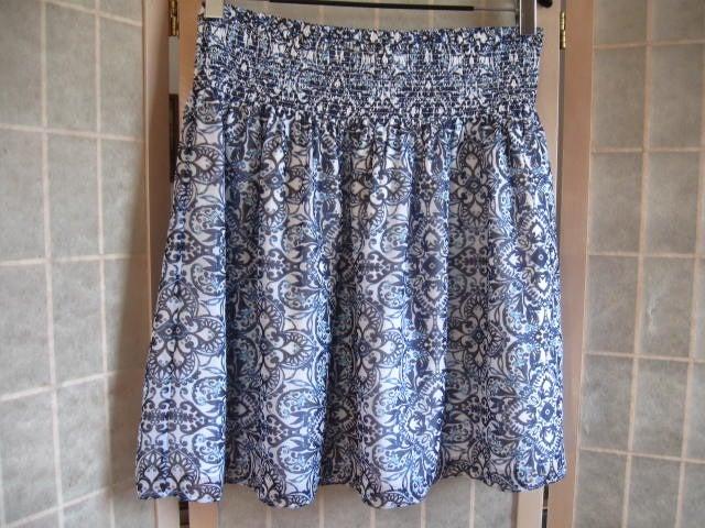White House Black Market Full Skirt sz M