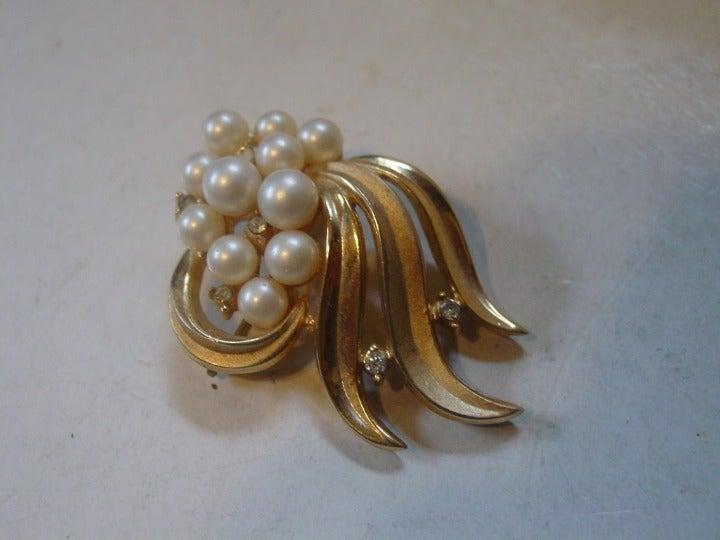 Vintage Crown Trifari Pearl Brooch