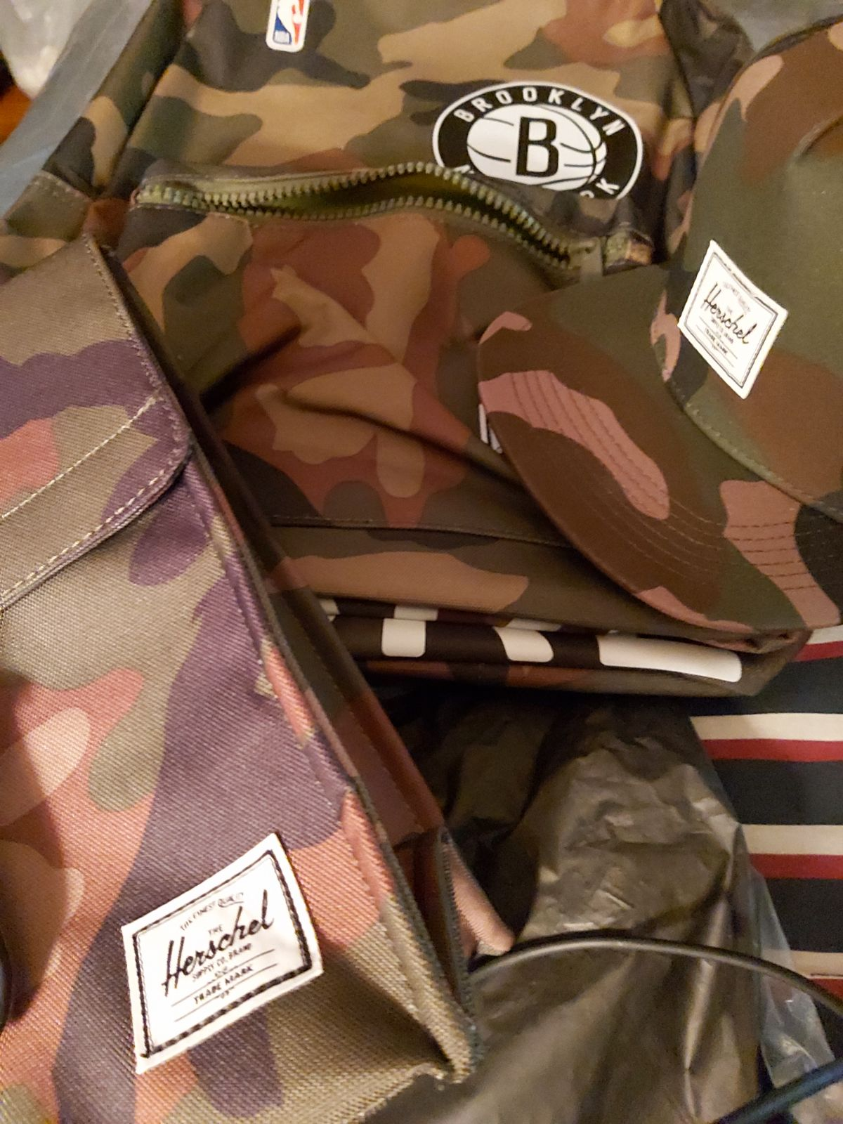 BAGS AND BASEBALL CAP