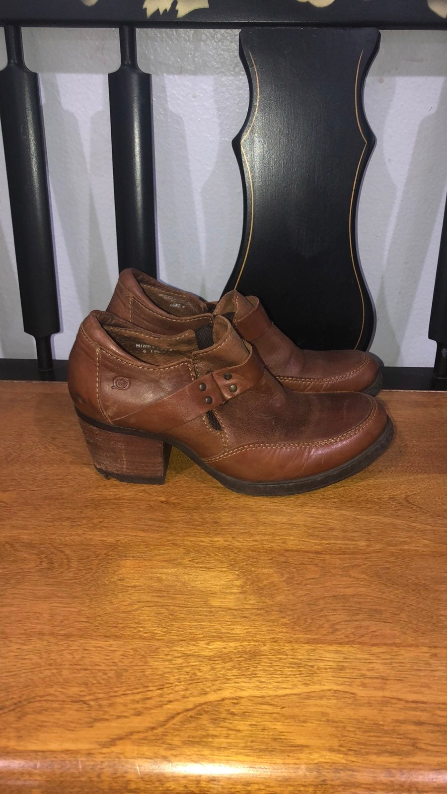 Born leather ankle high boots size 6