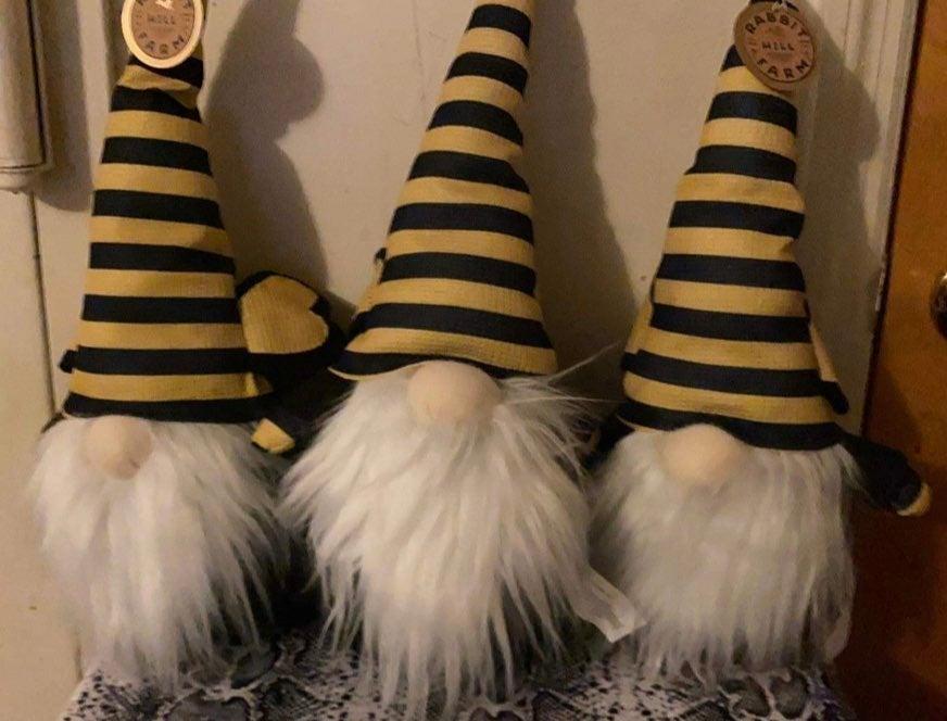 Gnomes Bee