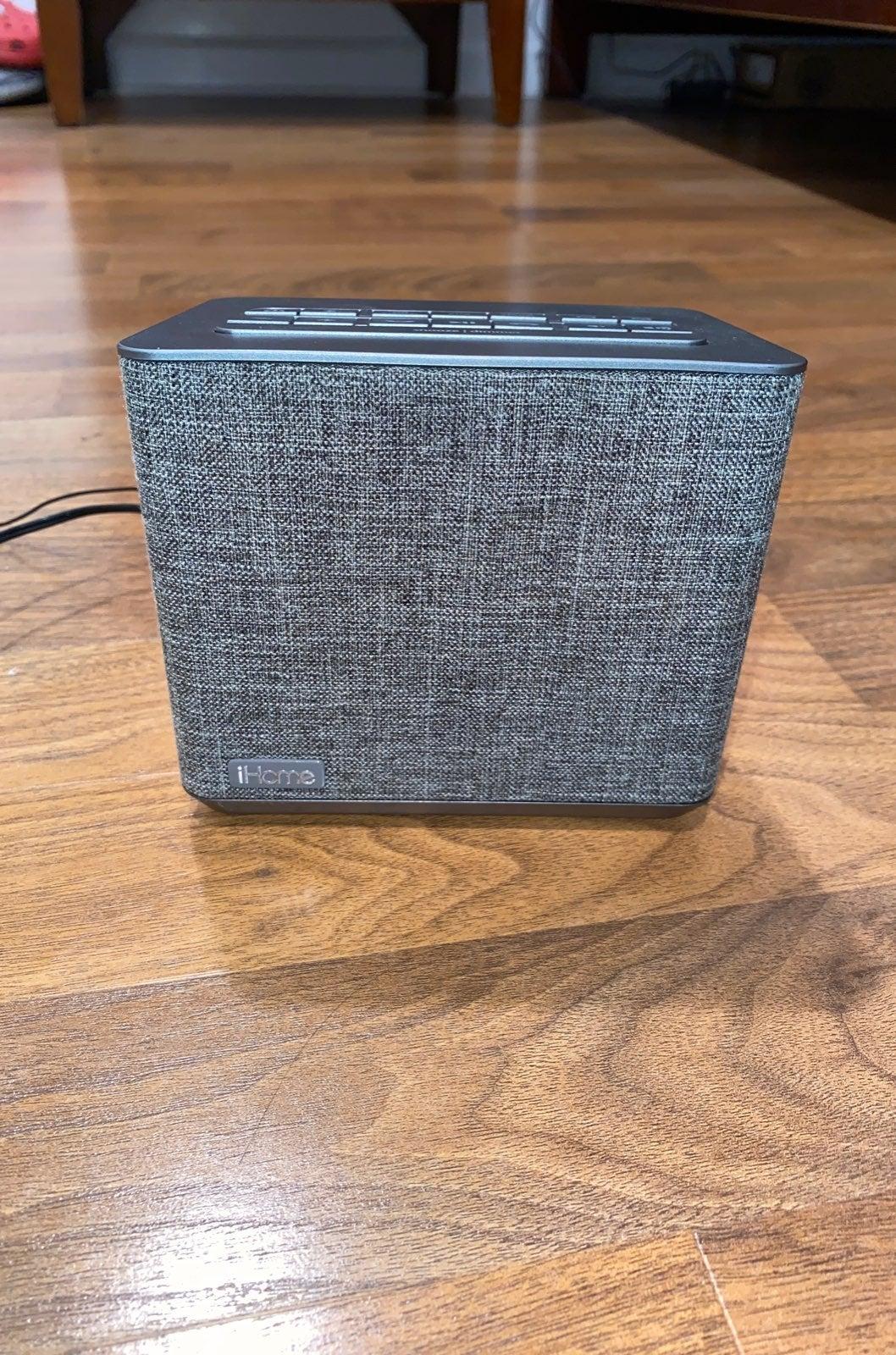 iHome Wireless Alarm Clock/Radio/Speaker