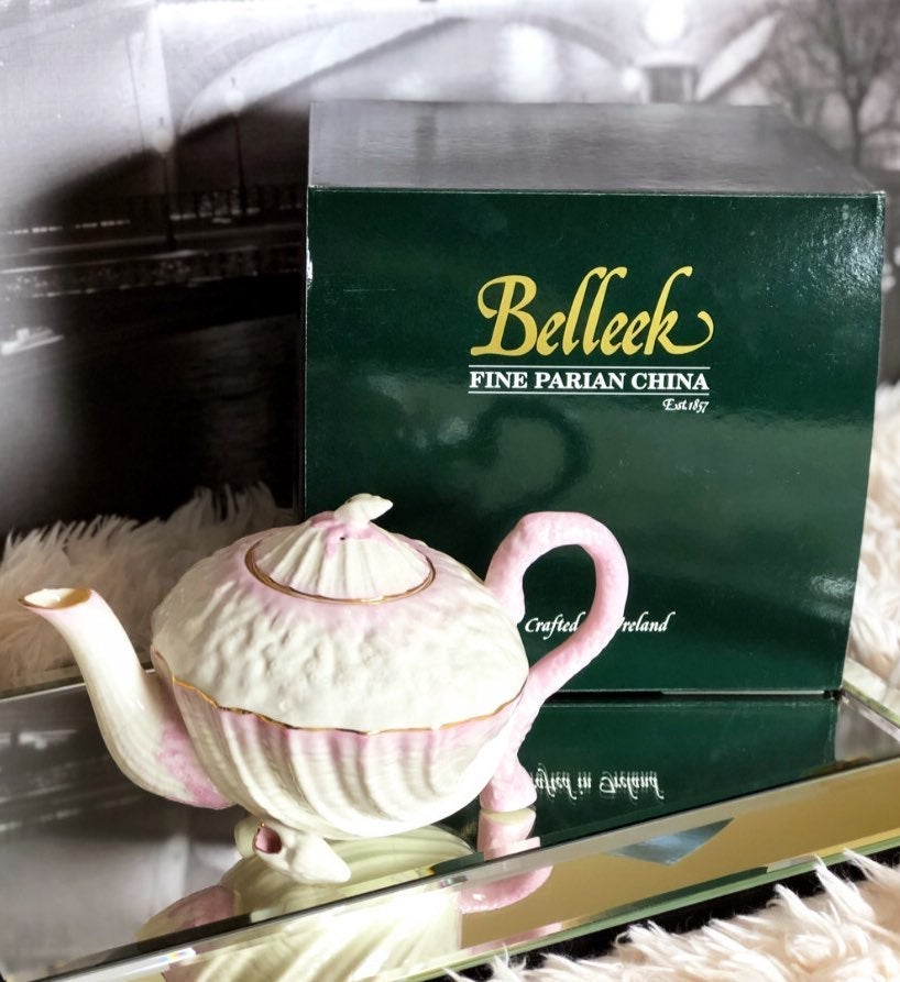 Belleek Vintage Large Neptune Pink Shell