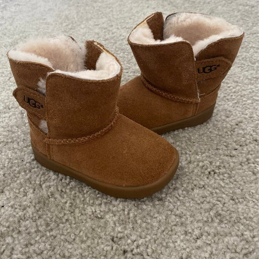 Ugg boots toddler size 4/5