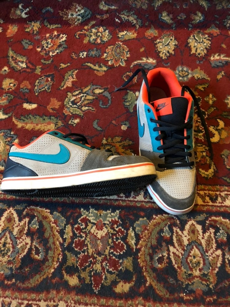 Nike Sneakers bundle different sizes
