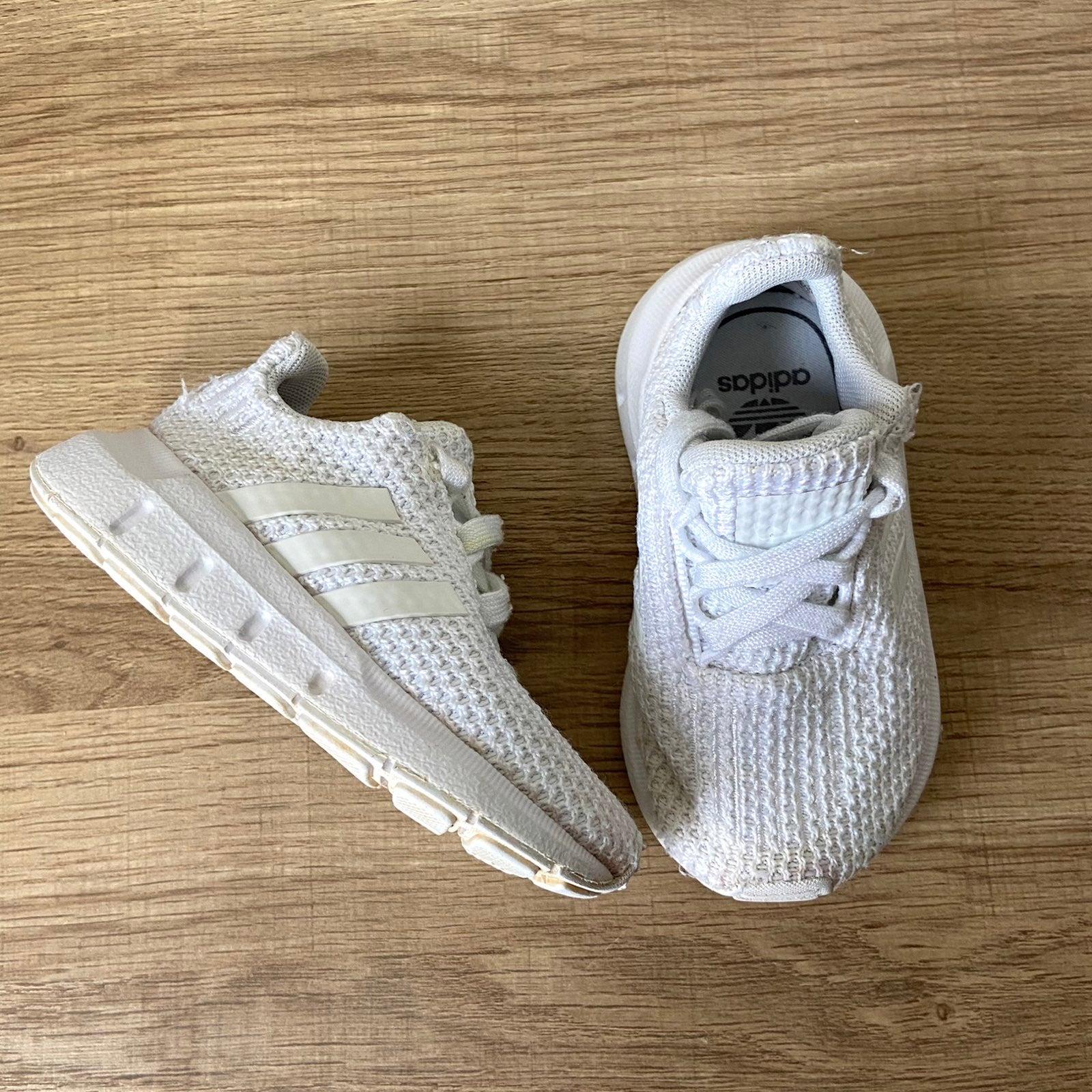 Adidas swift run sneakers white