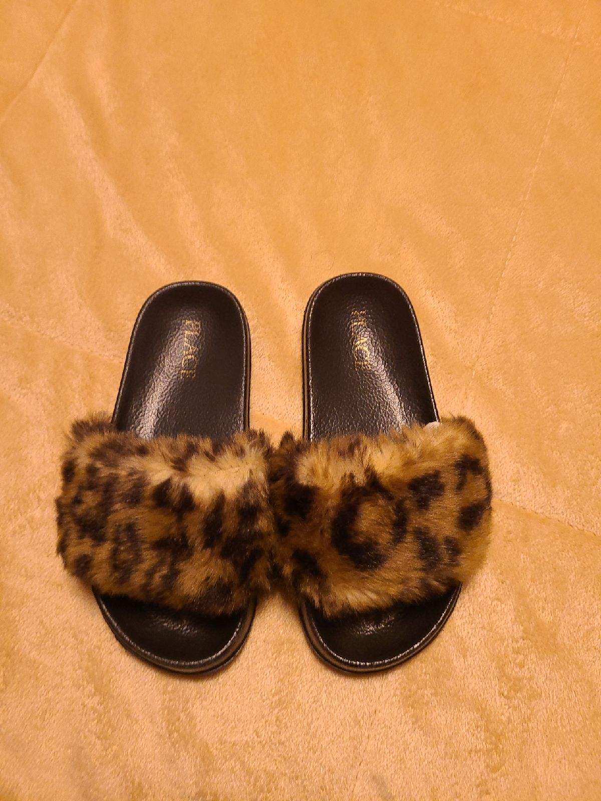 Girls leopard slides