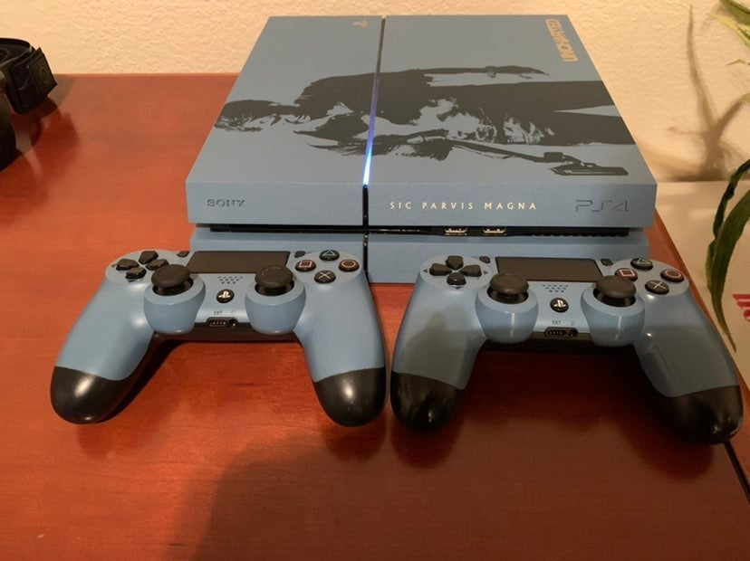 PS4 Limited Edition Uncharted Bundle