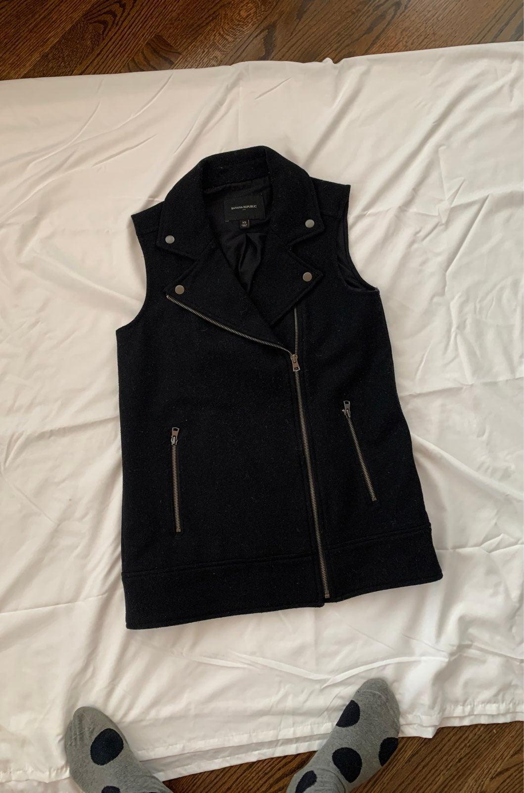 Banana Republic XS black wool zip up ves