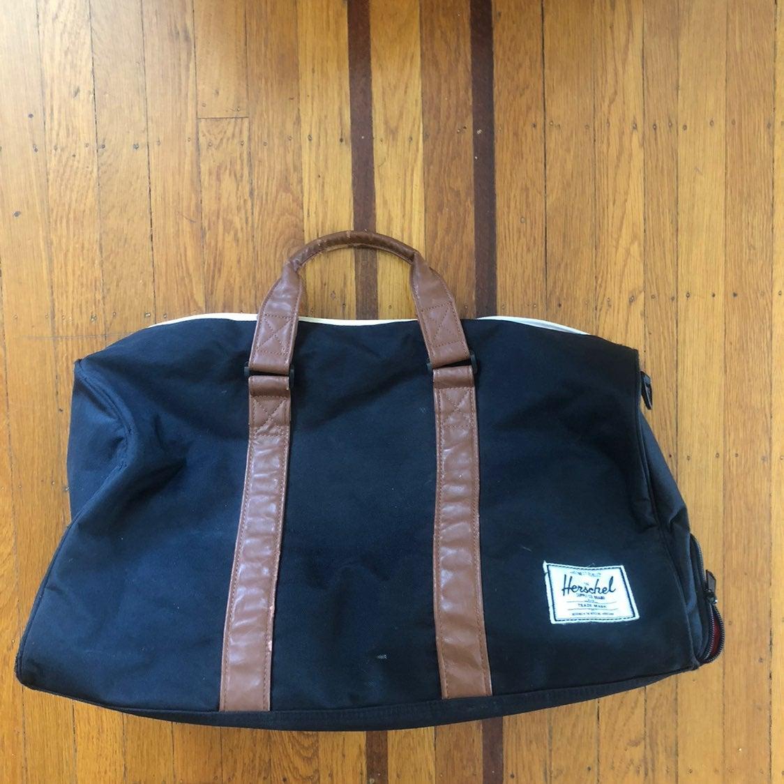 Herschel black getaway overnight bag