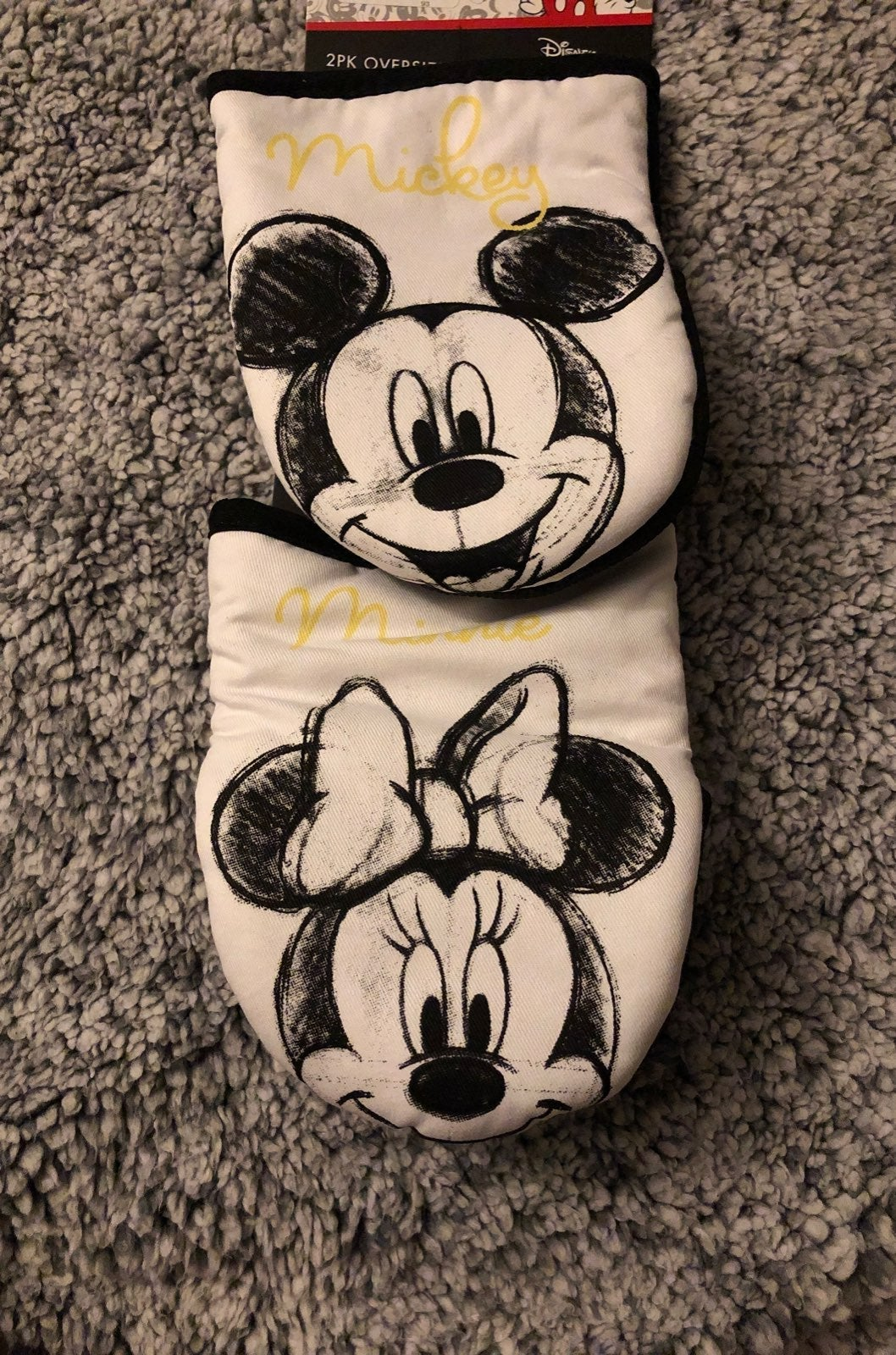 Disney Minnie Mouse kitchen oven mitts