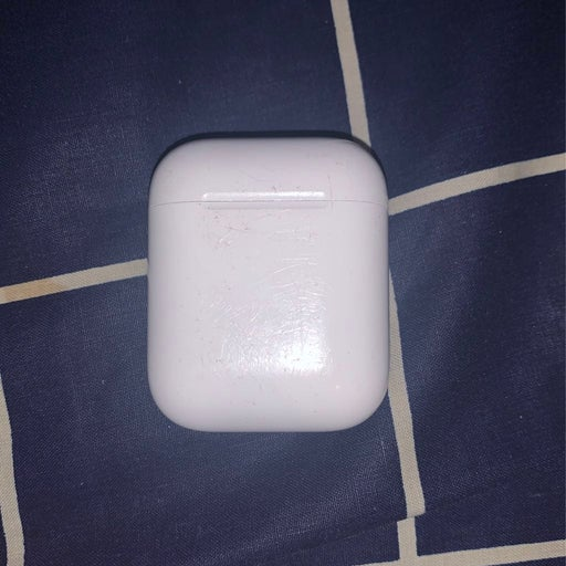 Apple AirPods charging Case with 1airpod