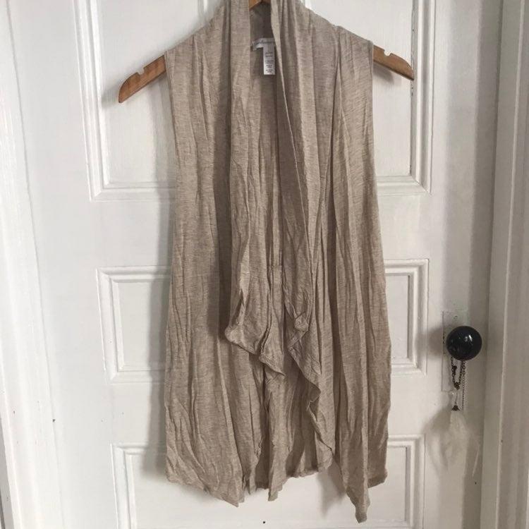 Lightweight sleeveless cardigan/vest