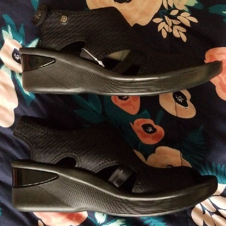 New BZees SPIRIT Wedge BlackComfy Sandal
