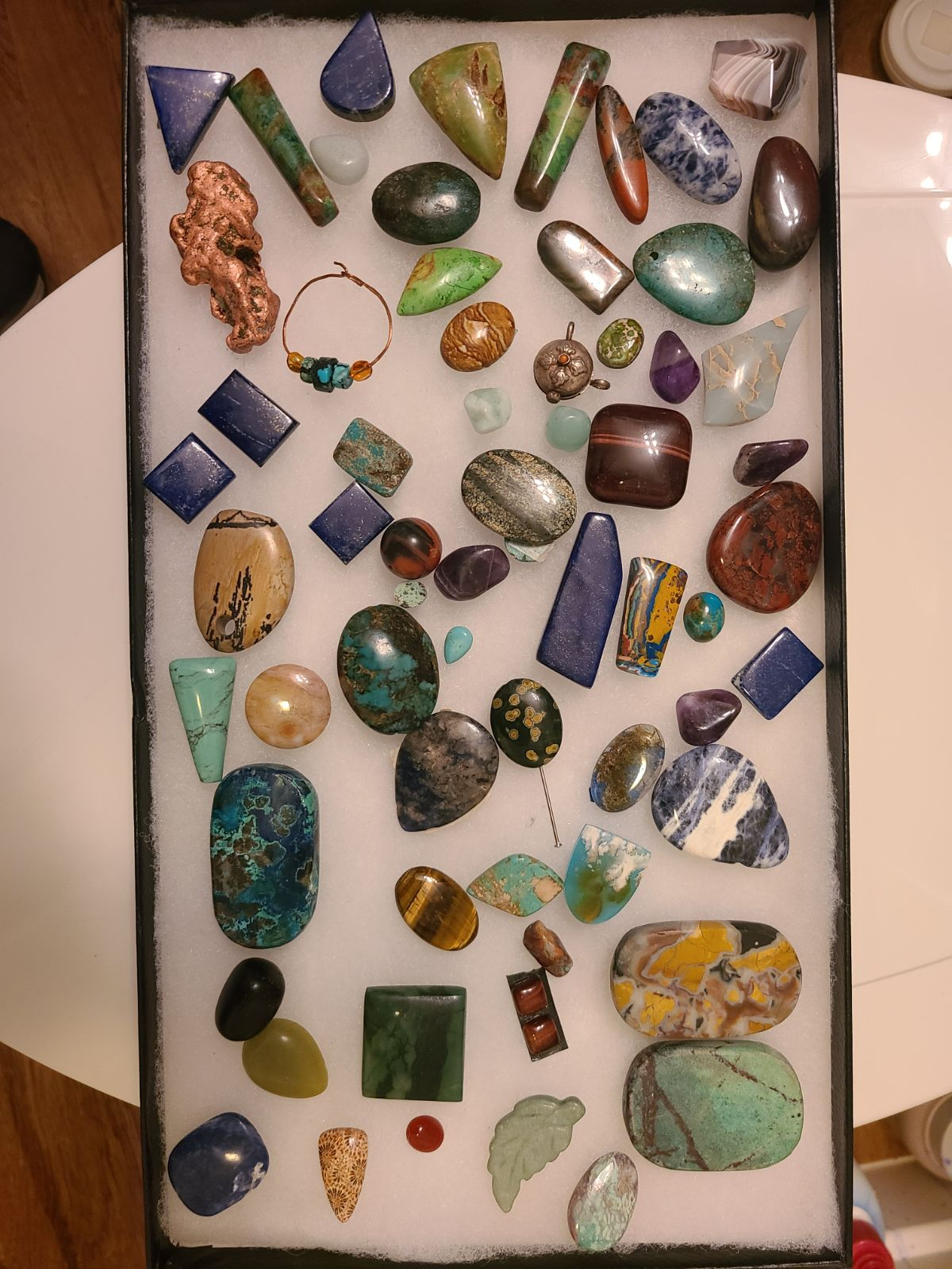 loose gemstones and pendents