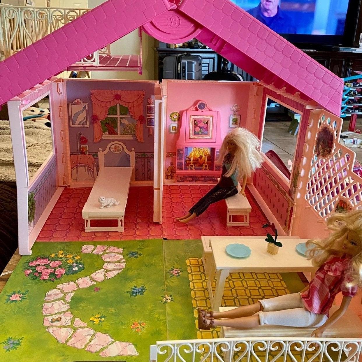 Barbie Vintage Fold N Fun House