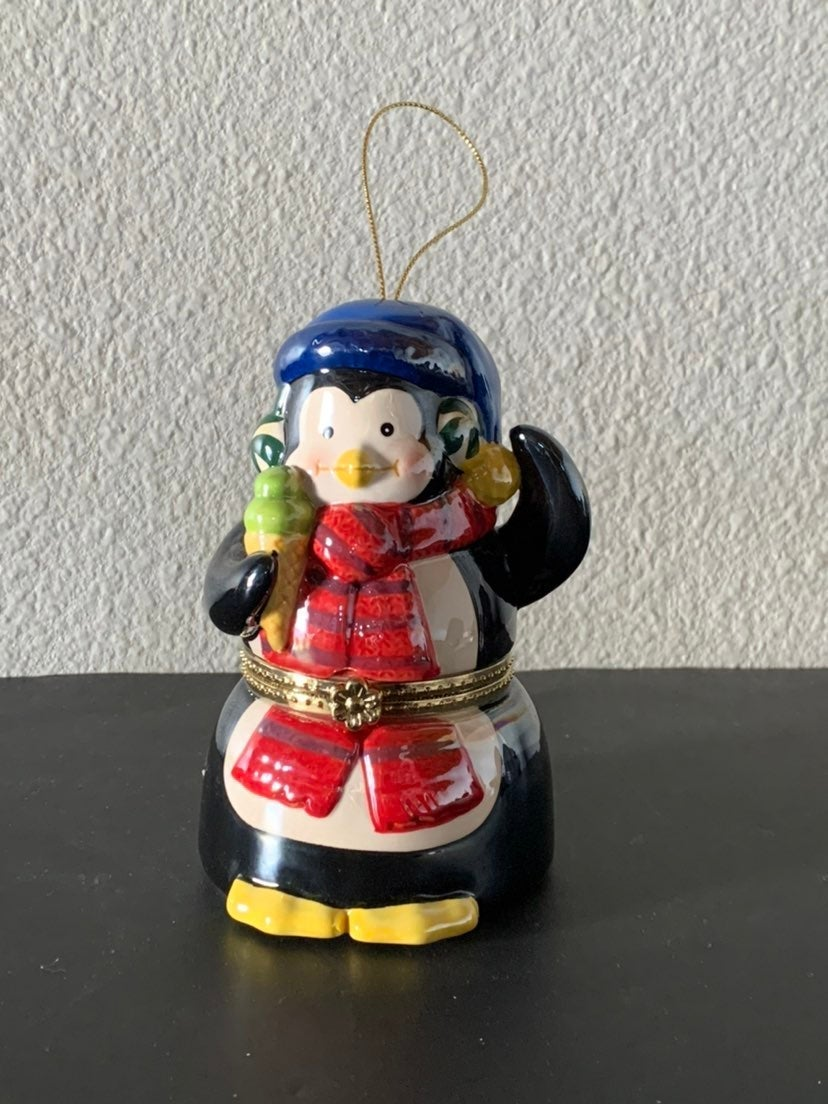 Mr Christmas  Penquin Music Box