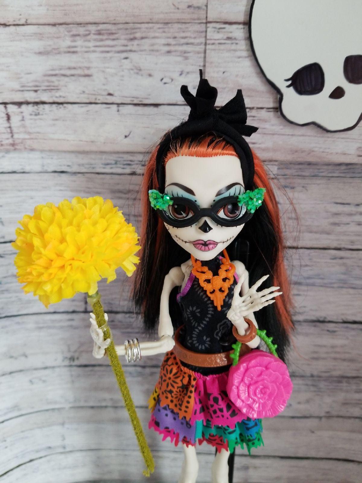 MH Skelita Calaveras Scaris Doll
