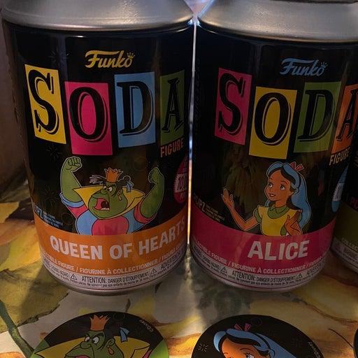 Funko Soda Blacklight Alice and Queen