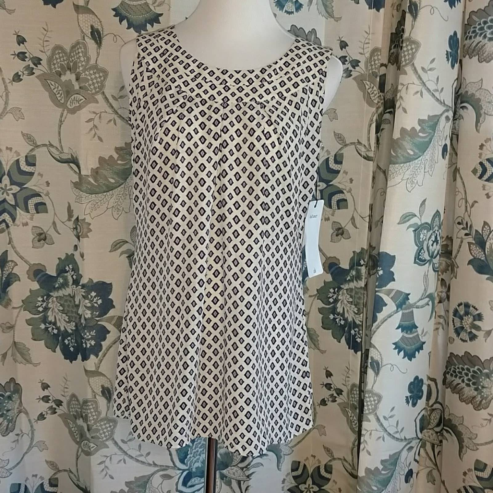 NWT CAbi sleeveless top in size small.