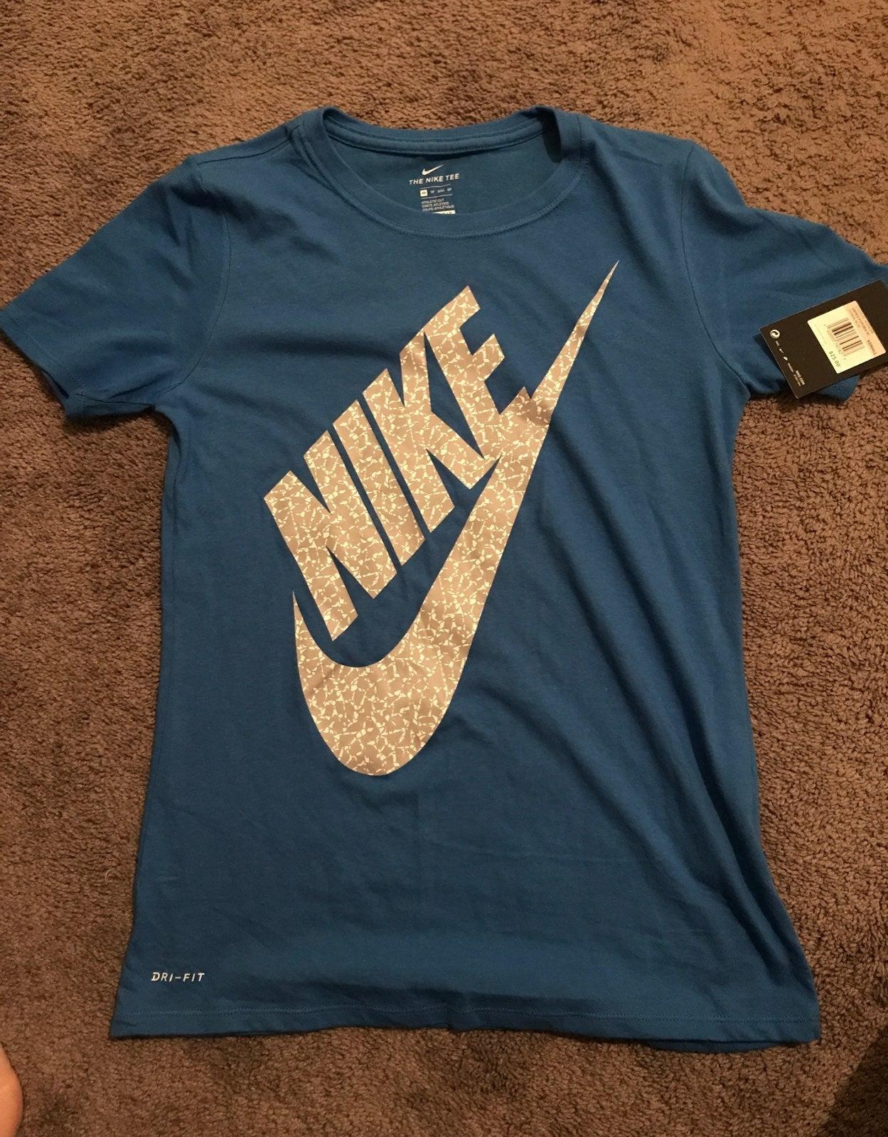 Nike shirts for women