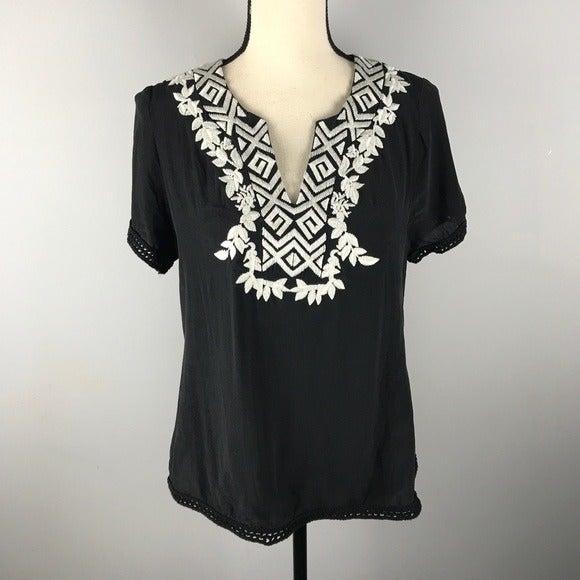 Filtre silk embroidered top black v neck