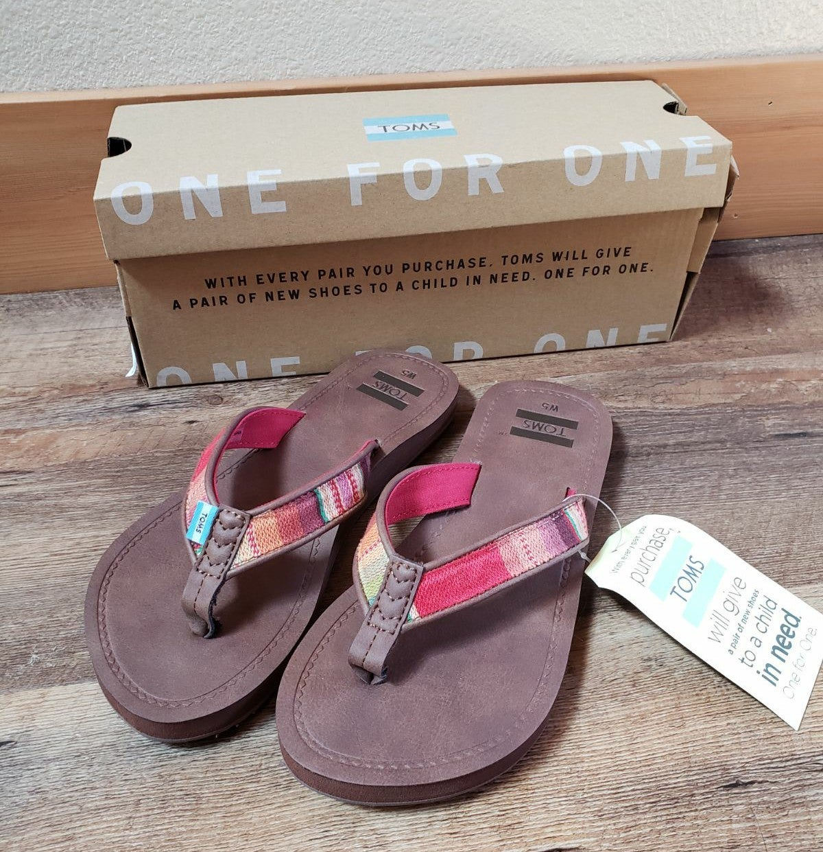 NWT TOMS Sandals women's size 5