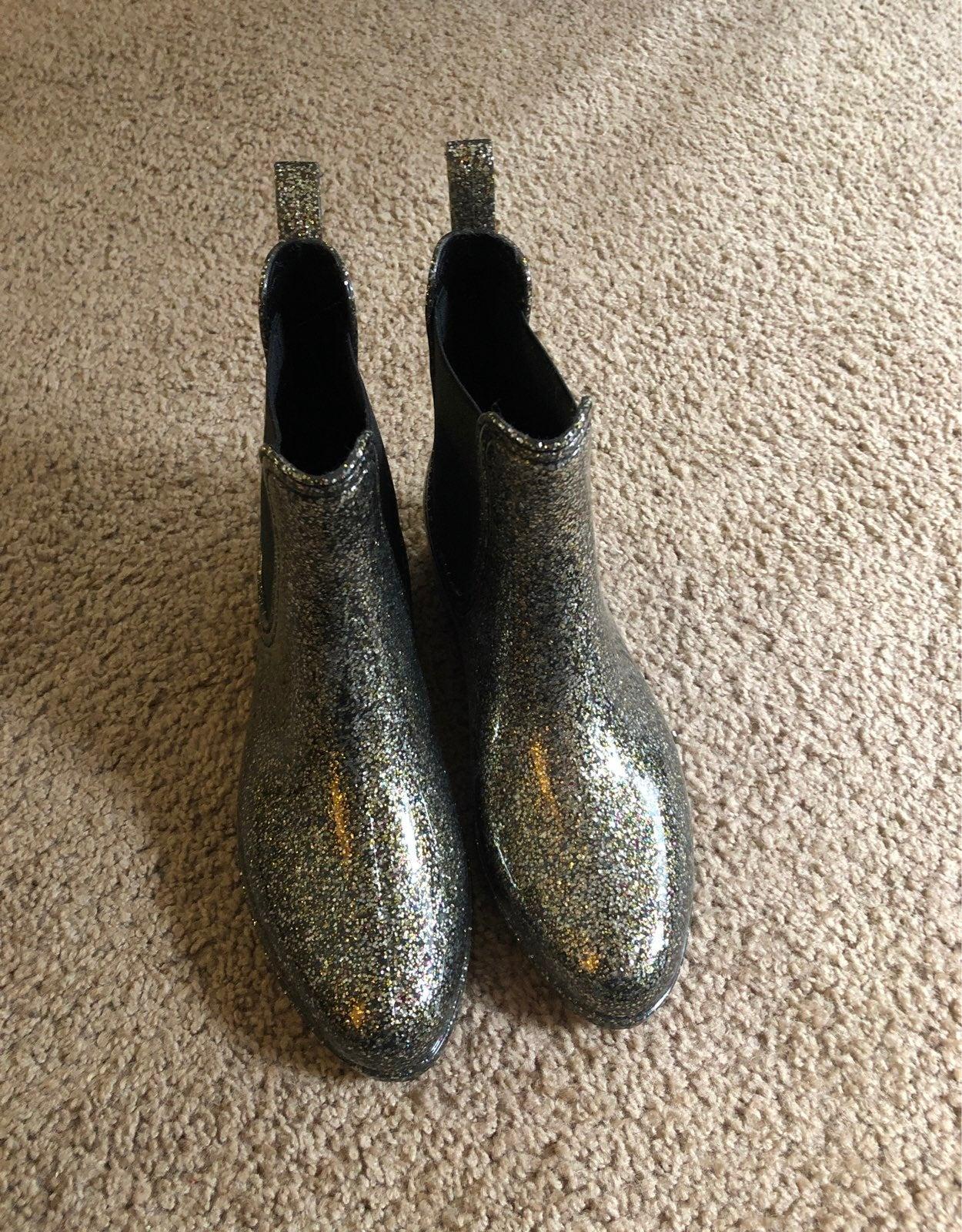 Rain boots size 7