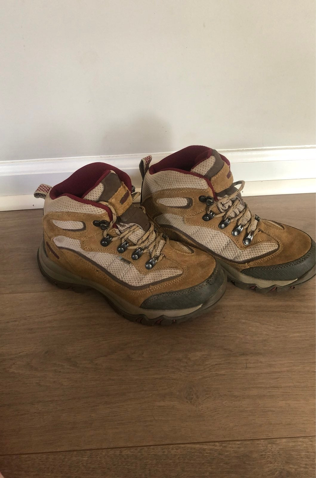 womens hiking boots size 6.5