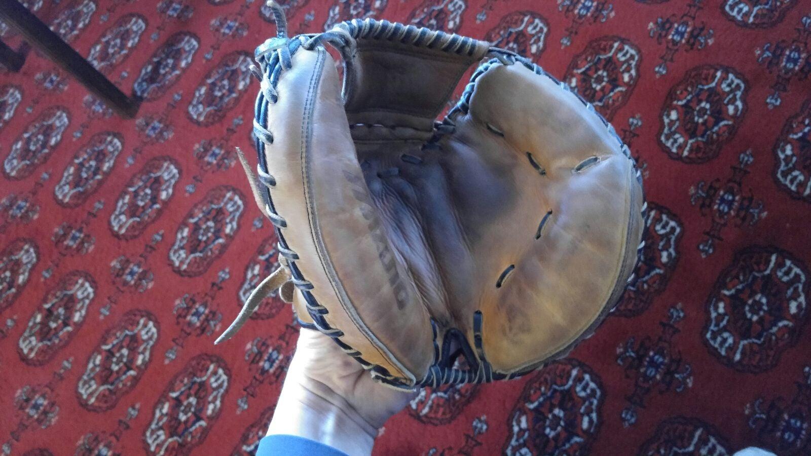 Mizuno catchers mitt leather glove