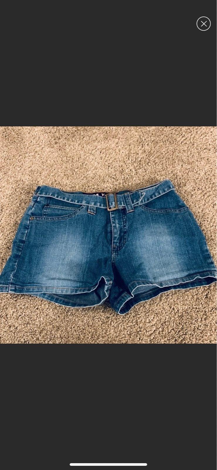 Yada yada Size 9 Jean Shorts with belt