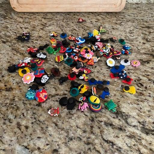 Boy/girl lot of croc/bracelet buttons