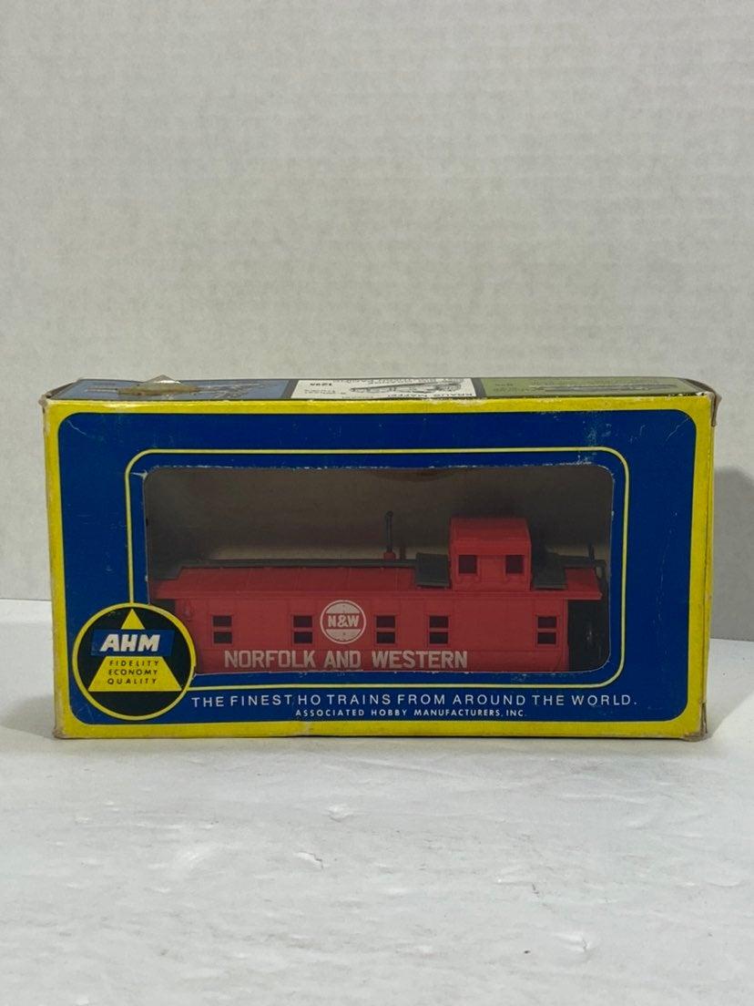AHM HO Scale Model Trains Caboose