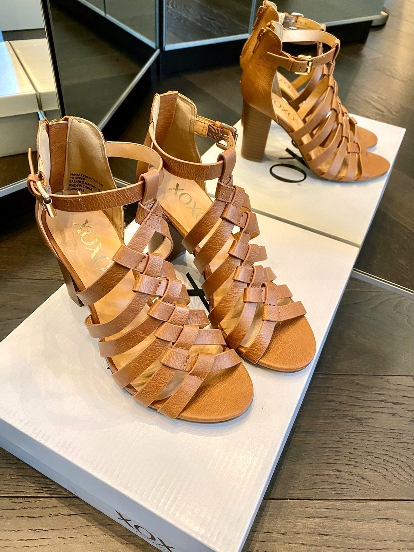 XOXO Baxter Strappy Block-Heel Sandals 6